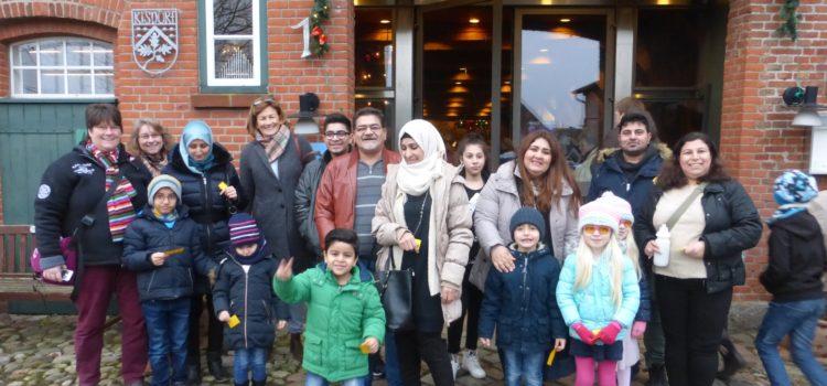 Leuchtende Kinderaugen – Ellerauer Flüchtlinge besuchen Kindertheater in Kisdorf